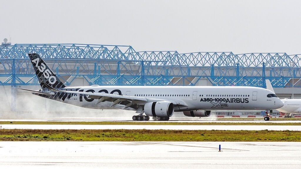 JC WINGS LH2087 1 200 AIRBUS A350-1000 F-WLXV CARBON LIVERY WITH STAND