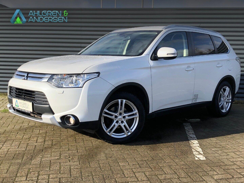 Mitsubishi Outlander 2,0 Intense CVT 4WD Van 5d