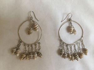 Belle-Paire-de-BOUCLES-D-OREILLES-pendantes-en-metal-creoles-Comme-NEUVES