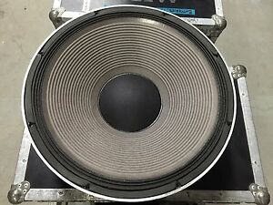 "JBL 2241-G 18 inch Professional Series Speaker 18/"" 600W NEW in Box-From Storage"