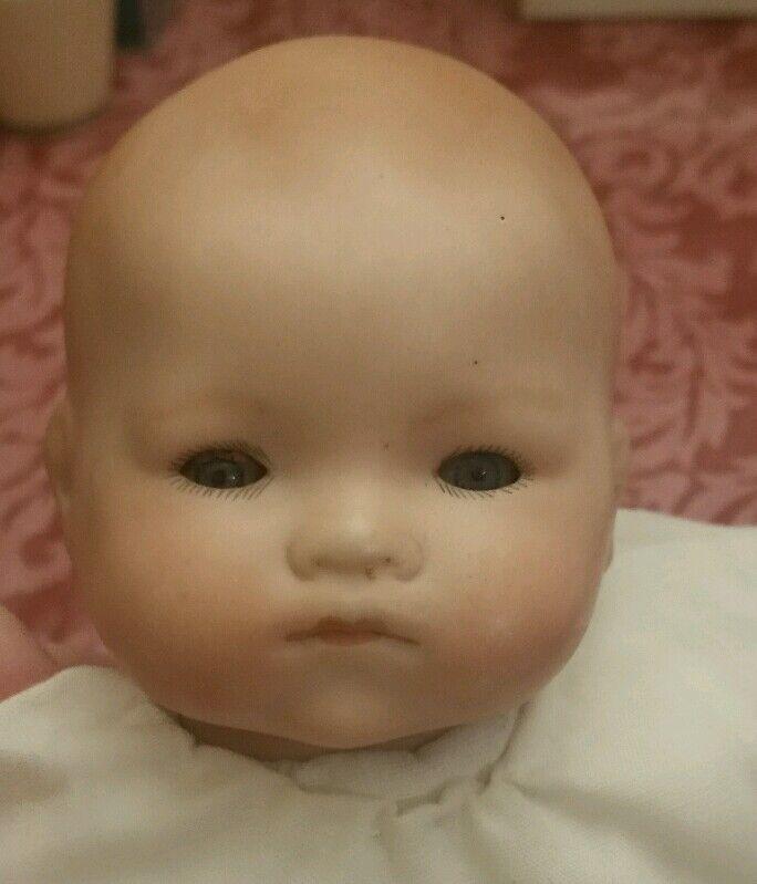 Armand Marseille  Baby Phyllis  blu Eyes Bisque Sleeping Doll bianca Dress Lace