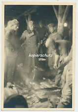 Foto Russland Soldaten Kochen-Braten-Essen (600)
