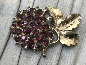 Purple-Flower-Brooch-Gold-Tone-Rhinestone-Statement-Vintage-Costume-Jewellery