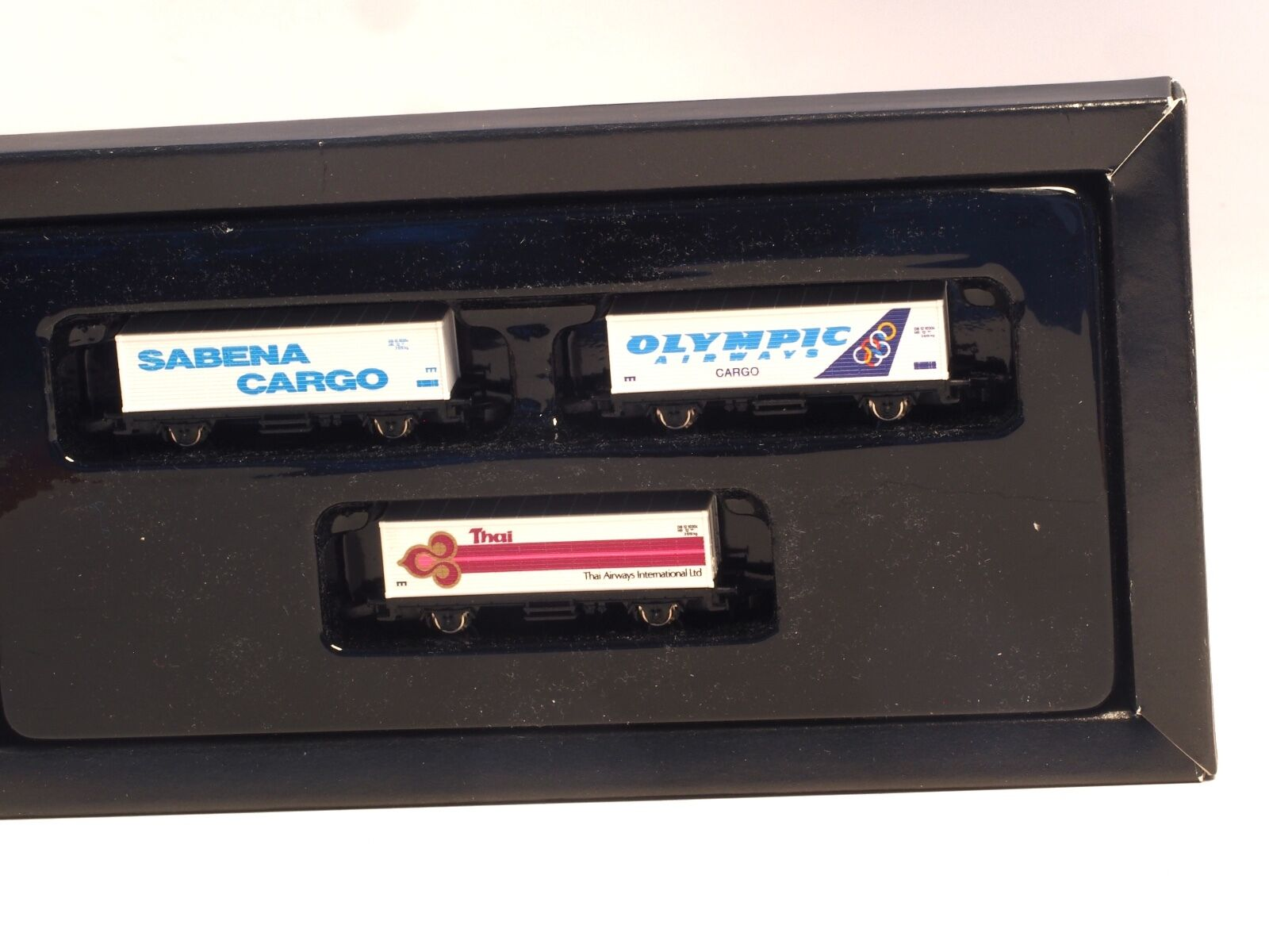 88126 Marklin Z-scale International Airlines 3 car container set, very rare