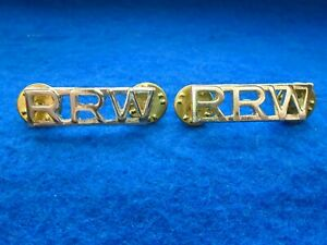 A-PAIR-OF-ROYAL-REGIMENT-OF-WALES-RRW-ANODISED-GOLD-SHOULDER-TITLES-FIRMIN