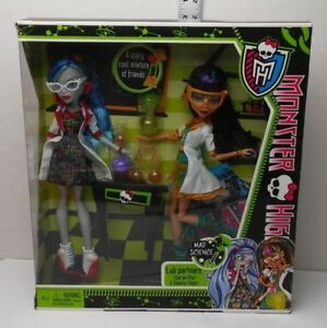 2bb0d4a579a9 Cleo De Nile   Ghoulia Yelps Monster High Mad Science Lab Partners 2 ...