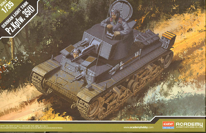 Academy 1 3 5 (13280)  LIGHTS ARMORED CAR 35 (T) with 2 Figures