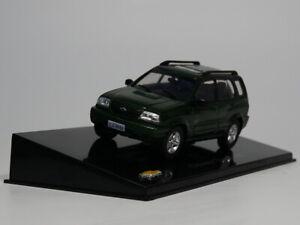 IXO-1-43-CHEVROLET-TRACKER-2001-Diecast-Voiture-Modele