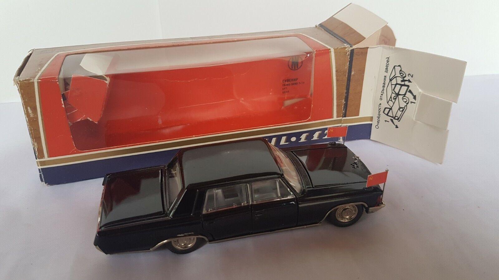 1 43 Limousine ZIL 117 mit Standarten UdSSR USSR CCCP OVP