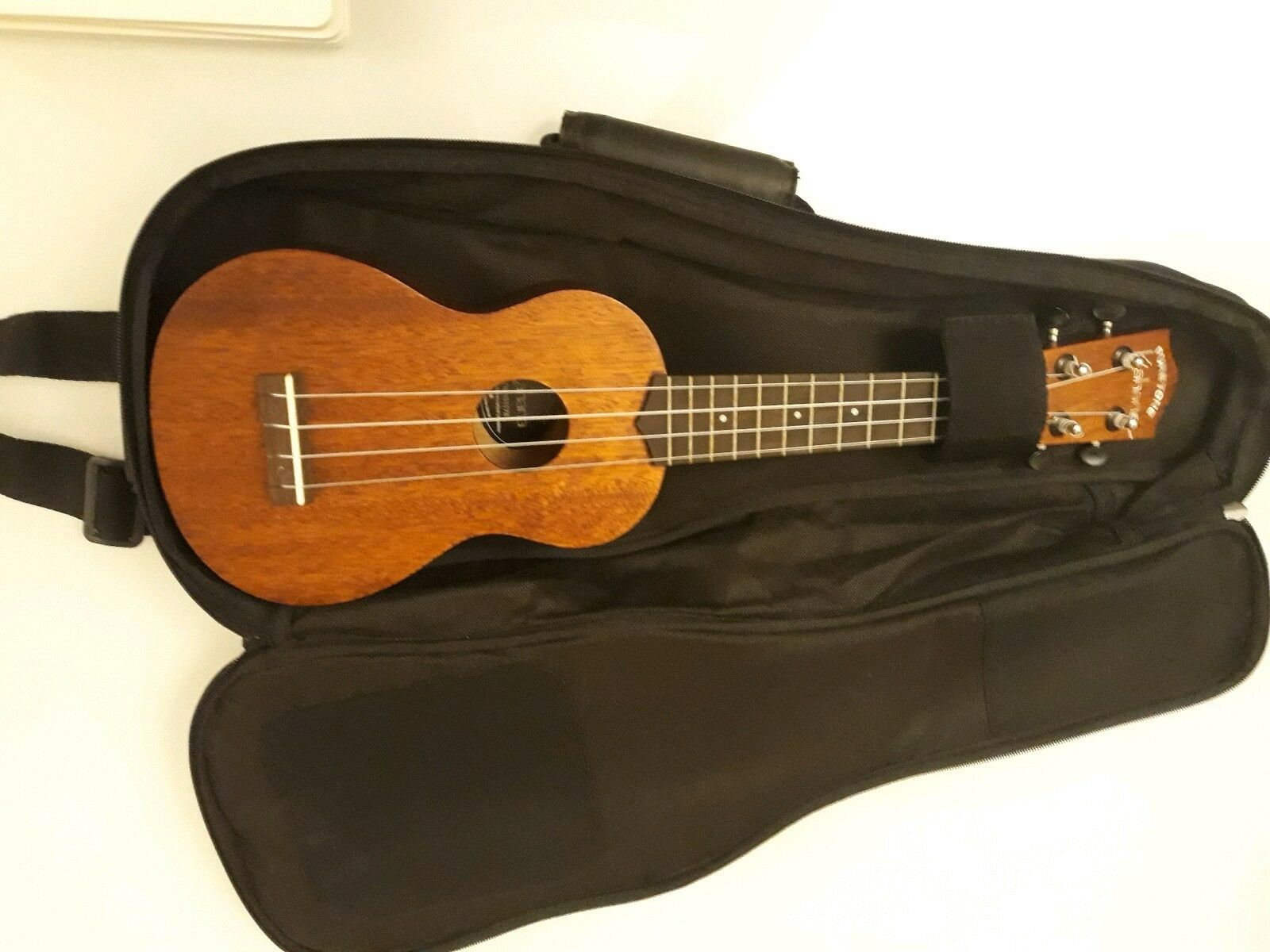 PURETONE SOPRANO UKULELE WITH CARRY CASE AND 2 MUSIC BOOKS (BRAND NEW)