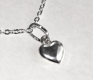 ccadcd32acf1 Das Bild wird geladen 925-ECHT-SILBER-Mini-Herz-Anhaenger-schlicht-Herzkette -