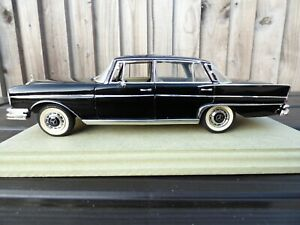 Revell-1960s-Mercedes-Benz-300SE-W112-Rara-Negro-1-18-Diecast-Modelo-Coche-detallada