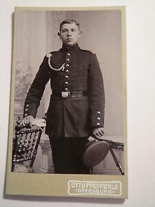 Offenburg-stehender-Soldat-in-Uniform-Kulisse-Portrait-CDV