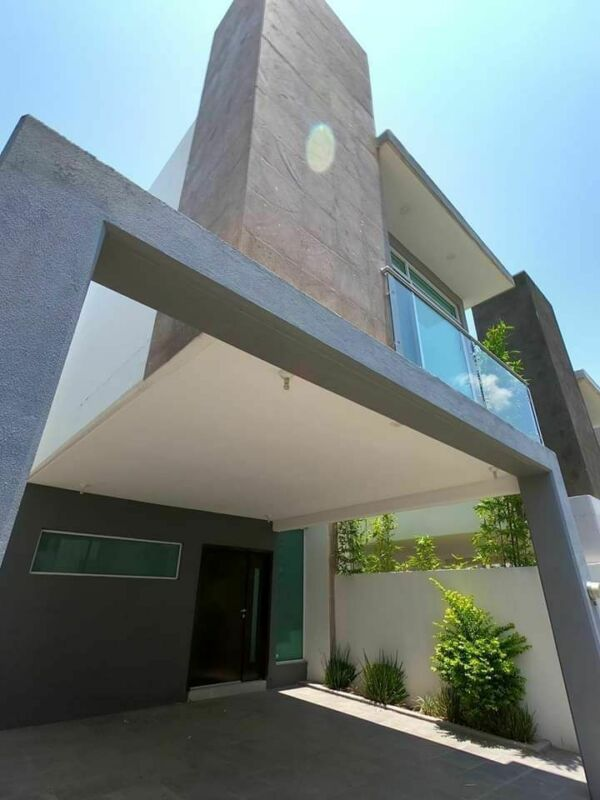 Preciosa Casa en Juriquilla, San Isidro, Alberca, Equipada, 3 Recamaras, Lujo