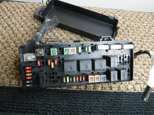 In Trunk Fuse Box Chrysler 300c 2005 5 7 V8 P05087116ae S