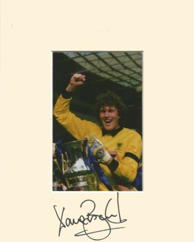 10 x 8 inch mount personally signed by Dave Beasant of Wimbledon on 07.09.2014.