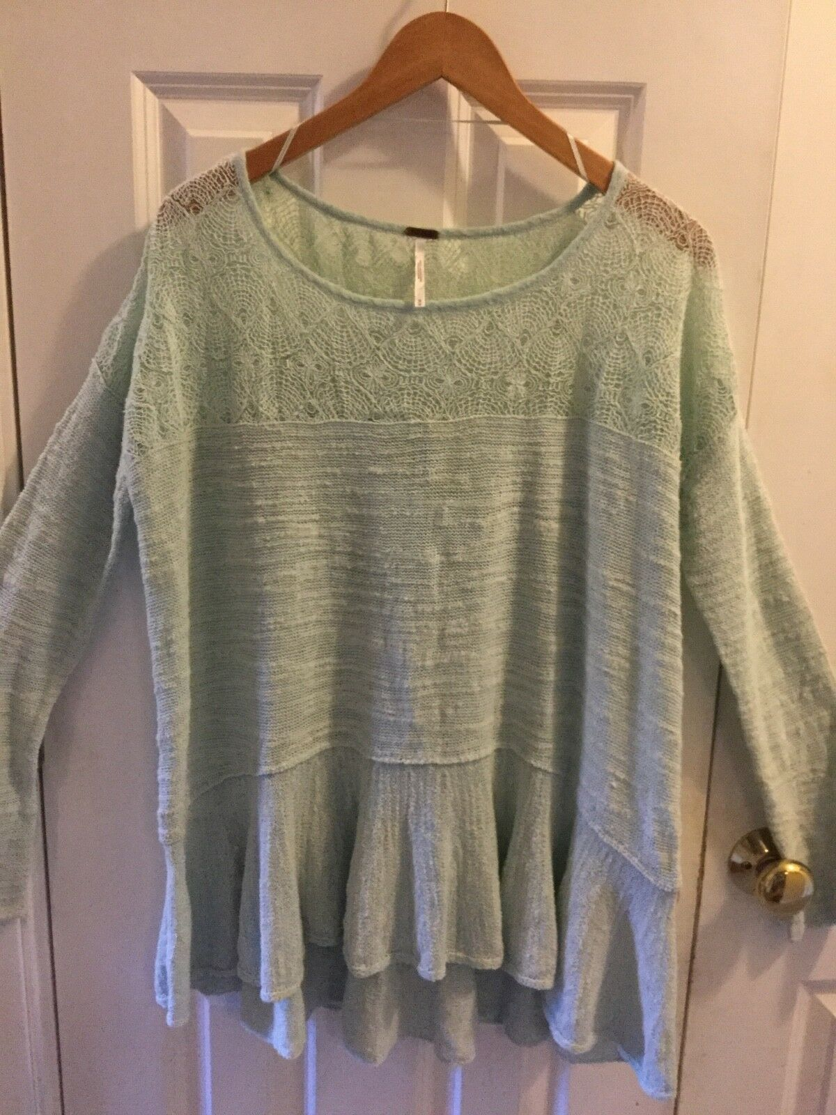 Free People long sleeved flowy top size med. light mint green lacey gathers
