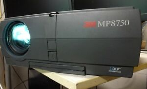 Videoprojecteur-3M-MP8750-visual-system