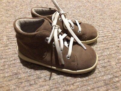 Lindo bebé niño de 100% Cuero Zapatos Botas, Gamuza, Excelente Calidad, Tamaño 4.5