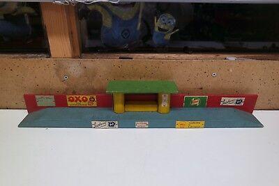 Scratch Built Oo Gauge Platform Including Signs Etc 50cm Long Morbido E Leggero