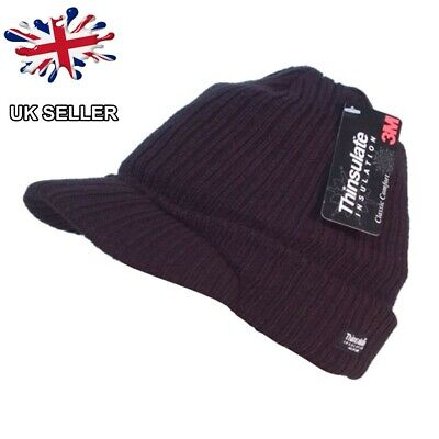 Men/'s knitted hat with peak black