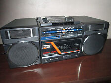 VINTAGE / RETRO HITACHI  CASSETTE /RADIO RECORDER PLAYER BOOMBOX