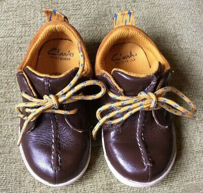 BROWN LEATHER SHOES .. SIZE 4.5F