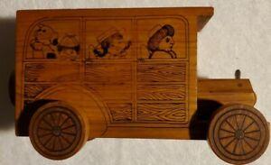 Toystalgia-1976-Wooden-Coin-Bank-Family-Car-USA-vintage-great-condition
