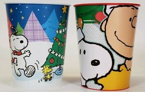 Lot-Of-2-2011-Hallmark-Party-Peanuts-Snoopy-Charlie-Brown-Christmas-Plastic-Cups