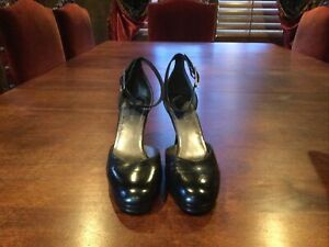 Enzo Angiolini Black Leather Dress Shoes. Fun Ankle Straps. Size 8.