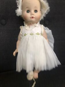 Doll-Baby-12-MME-Alexander-1958-Open-and-Shut-Eyes-Dress-And-Bonnet