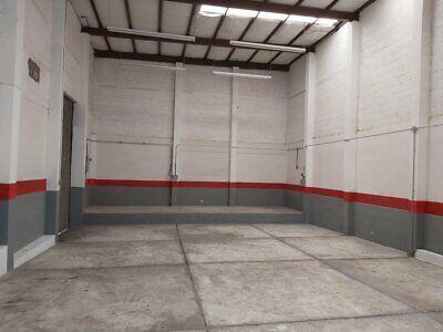 BODEGA 180 m2 CON OFICINA. // AL NORTE // EN ESQUINA