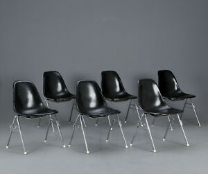 Original-Vitra-Eames-Fiberglas-Side-chair-DSS-Stuhl-schwarz-Hermann-Miller