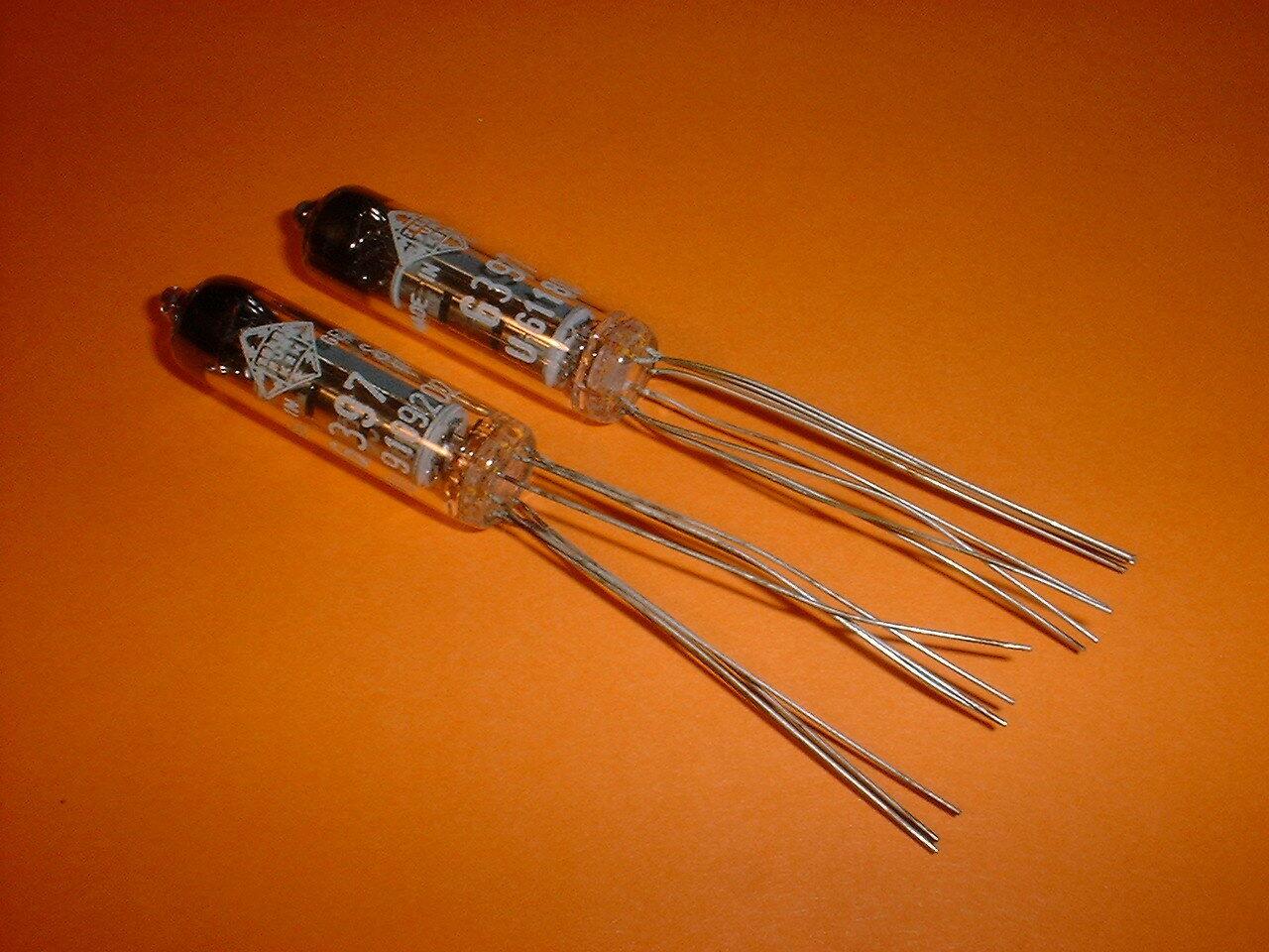 2 Telefunken Röhren 6397 spezial Elektronenröhren Senderöhren Subm.-Pentode