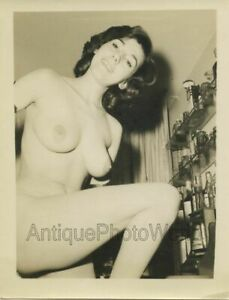 Busty-nude-brunette-woman-vintage-pin-up-photo