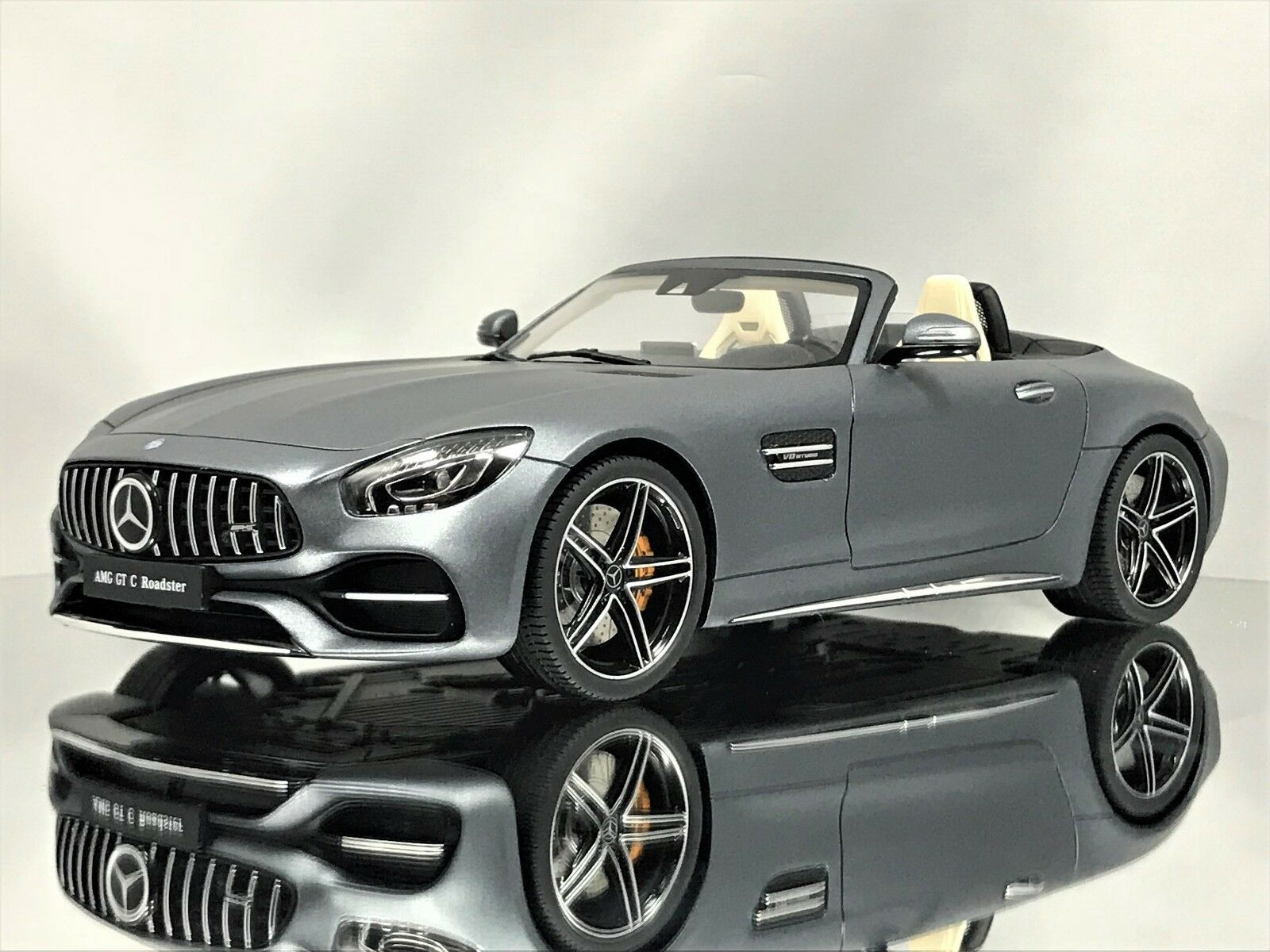 Gt - geist, mercedes - benz gt c (r190) amg roadster cabrio - modell auto grauen 1,18