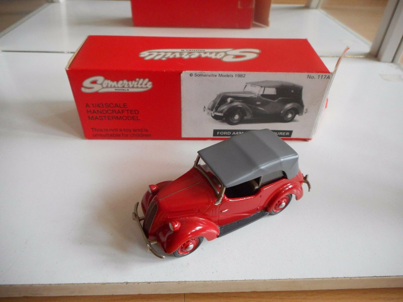 Somerville Ford A494 A Anglia Tourer in rojo rojo rojo on 1 43 in Box 13d3a4