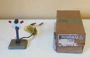 Marklin-7050-warning-cross-lighted-800
