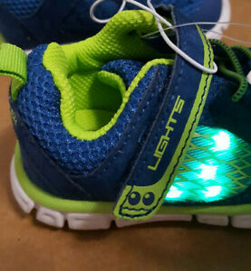 Toddler-Boys-Surprise-by-Striderite-Light-Up-Sneakers-Blue-green-trim-Size-4