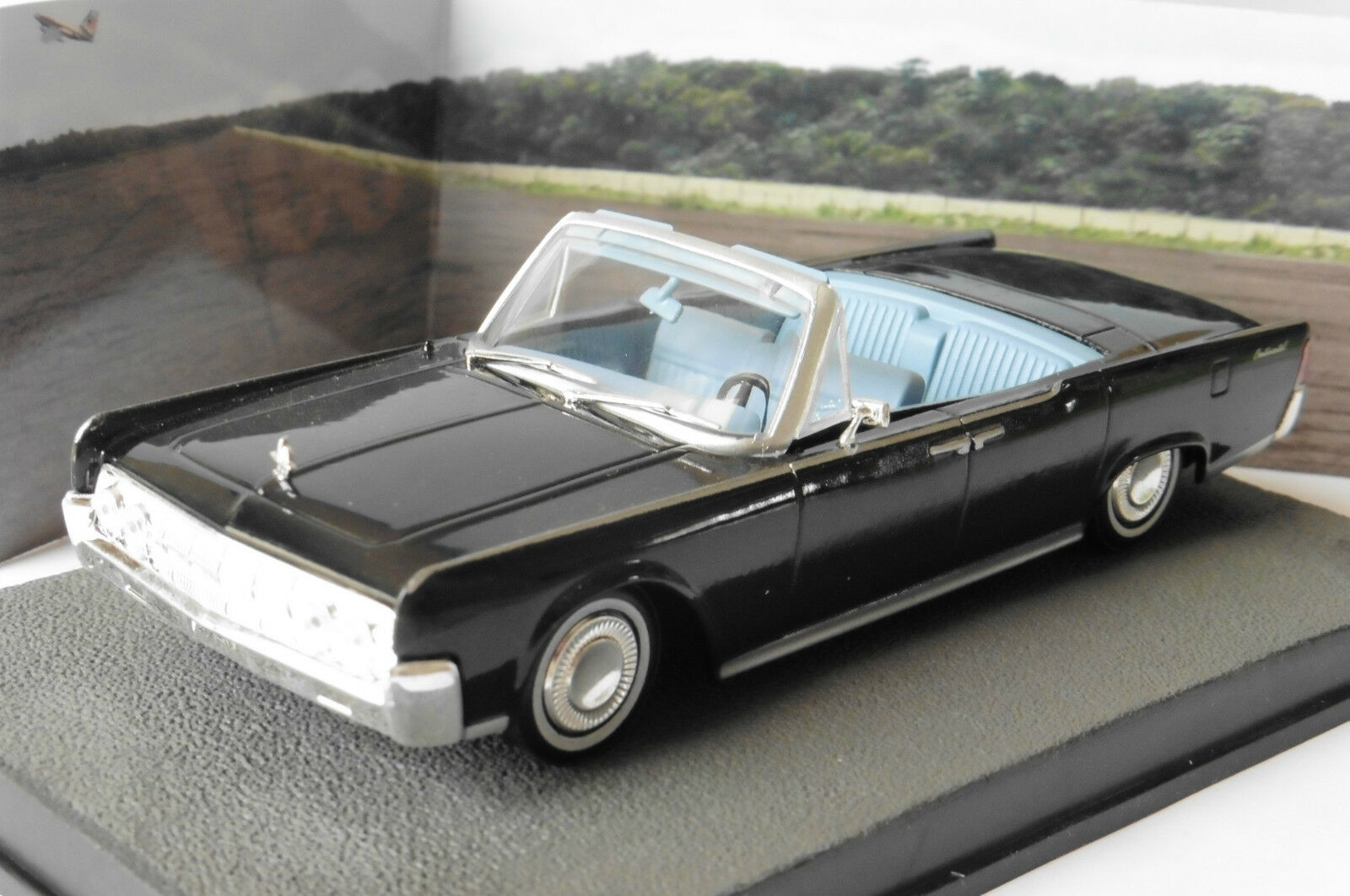 LINCOLN CONTINENTAL CONVERTIBLE orFINGER 1 43 JAMES BOND 007 UNIVERSAL HOBBIES