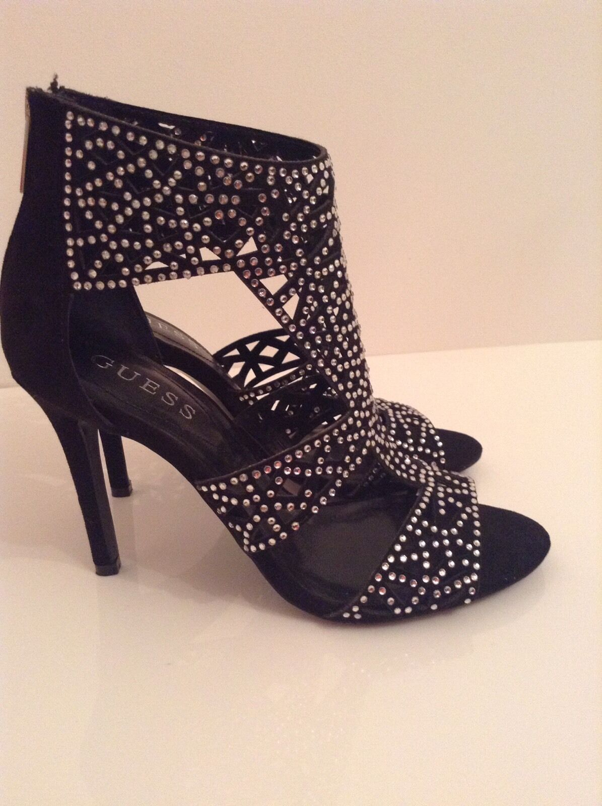 BNWTB 100% auth Guess, stiletto schwarz Laser Cut Diamante heels. 37