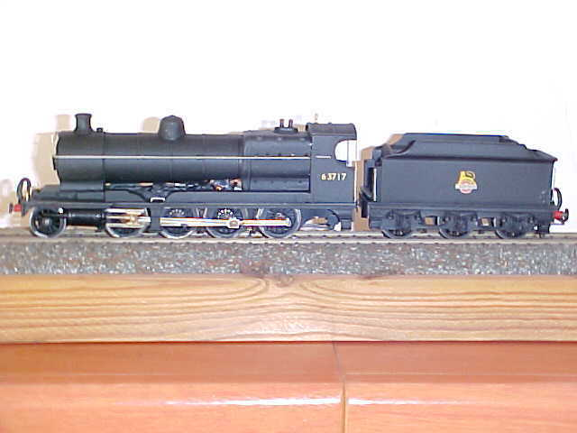 LNER class 04   2-8-0  and tender