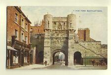 tp6962 - Yorkshire - Bootham Bar & G Dickinson's Shop, in York -  Postcard