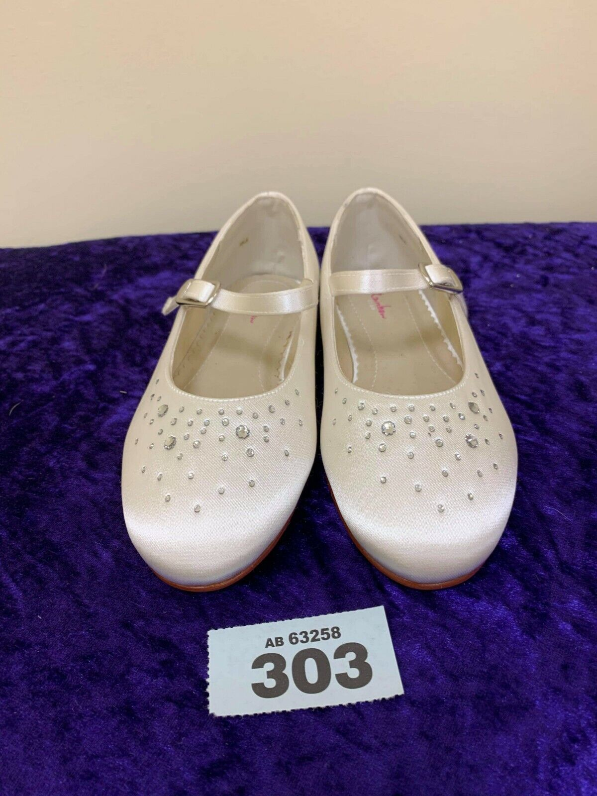 New in box Rainbow Club Childs Shoes size 11 wedding ivory shoes Code 303