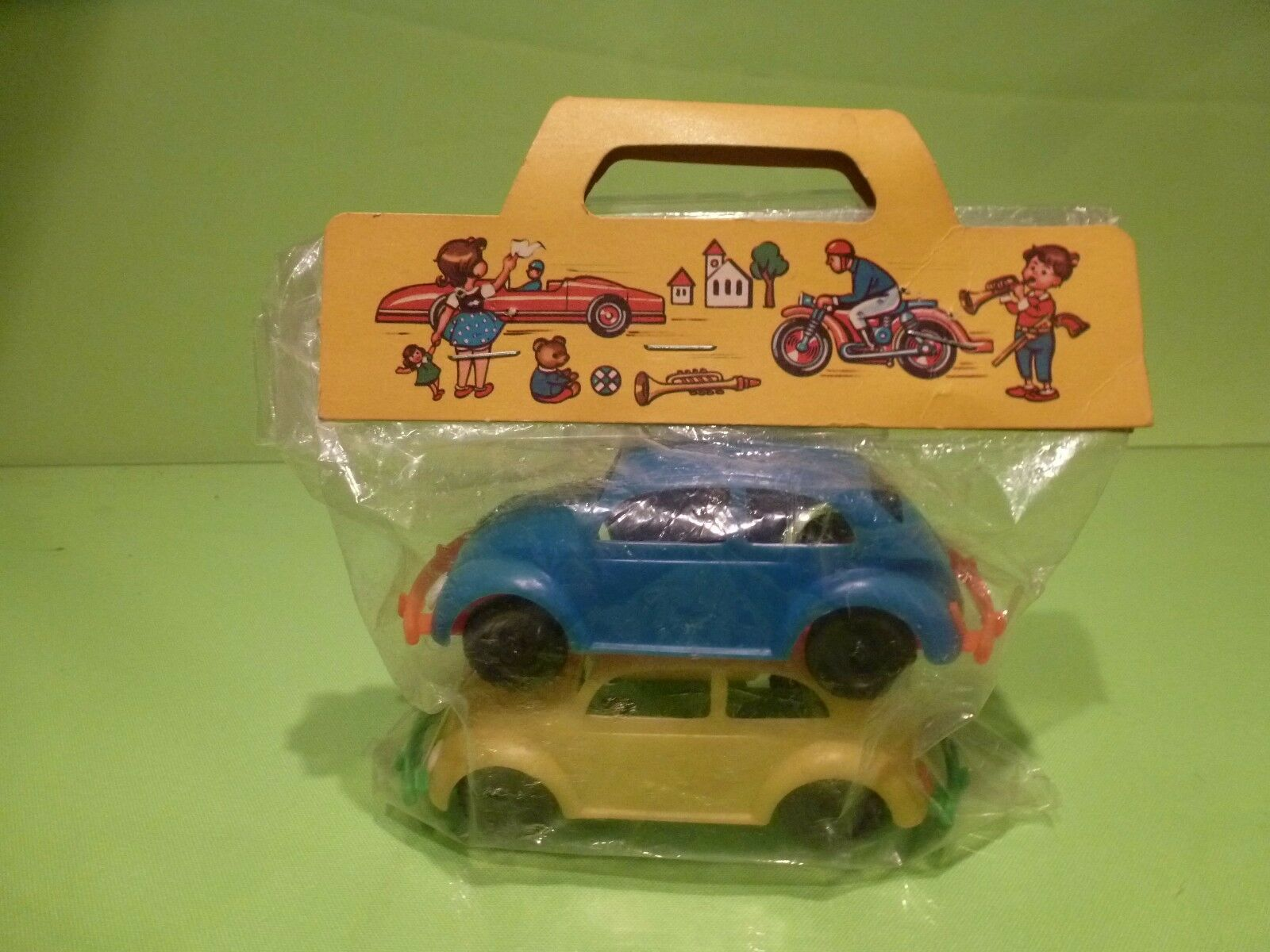 VINTAGE GERhomme PLASTIC 2x VW VOLKSWAGEN BEETLE - BUG  - bleu + jaune GOOD IN sac  wholesape pas cher