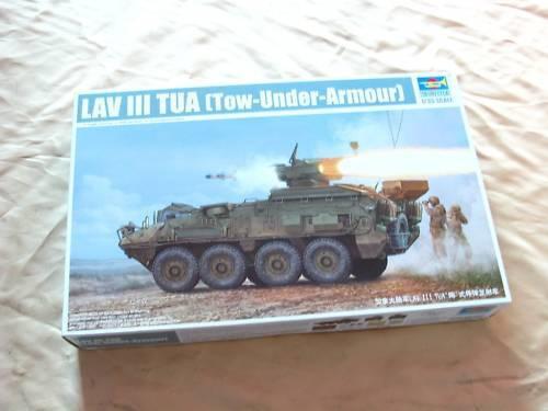 01558 1  35 skala CA Army LAV -III Armor fordon modelllllerler Tank trumpetare Plast