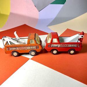 Due-camion-giocattolo-Tonka-la-guarigione-di-Ripartizione-Camion-in-metallo-vintage