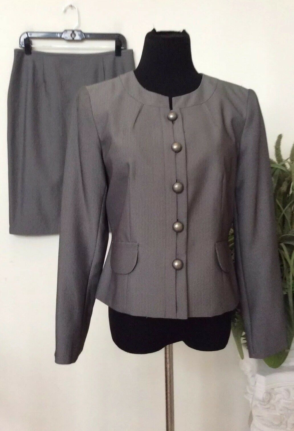NWT Isabella Women's Career Grey stripe100% Polyester 2 Piece Skirt Suit Size 8