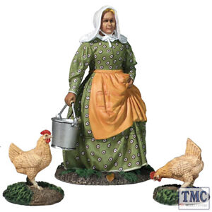 B31280 Une femme faisant des travaux à la ferme avec deux poulets Mlle Dayfield
