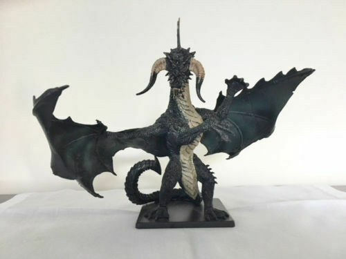 D&D Miniatures ICONS -  GARGANTUAN BLACK DRAGON  (A VERY RARE LIMITED EDITION!!)